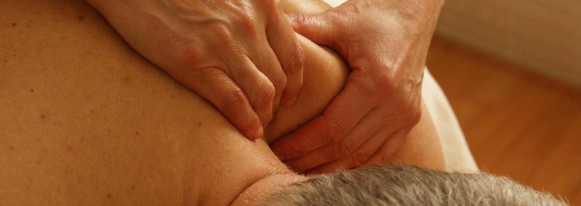Schoudermassage door Massage Rainbow.